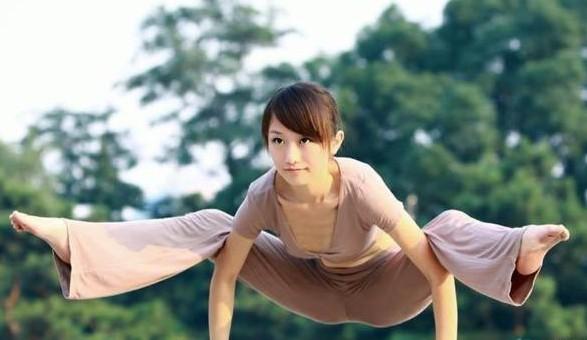 裸体瑜伽 万能创富秘籍网――拥有一万多项最新实用